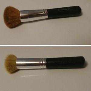 2 makeup brushes: bareMinerals&bareEscentuals)